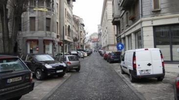 Atentie soferi! De sâmbătă, amenda de 500 de lei pentru parcarea mașinilor pe trotuare