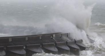 Marea Britanie, lovită în plin de furtuna Doris. Zeci de zboruri, anulate