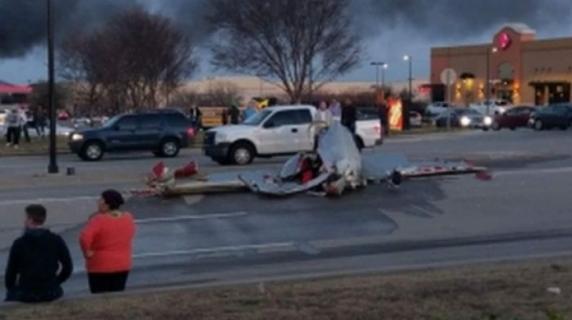 SUA: Două avioane s-au ciocnit în aer. Toti pasagerii au murit pe loc