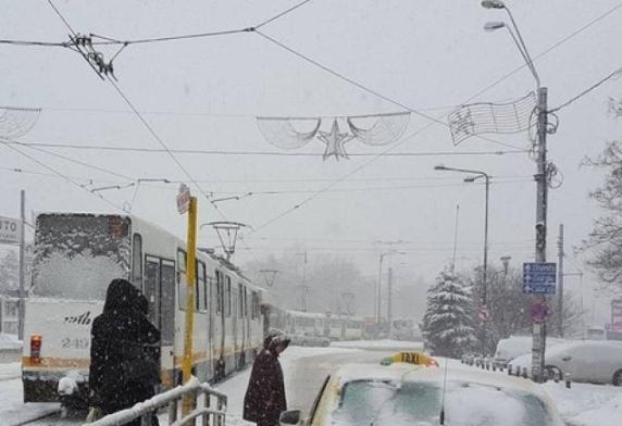 Un tramvai de pe linia 32 a deraiat. Circulatia a fost blocata timp de 2 ore